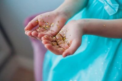 The Glitters Experiment Shows Children the Importance of Washing Hands with Soap and Water